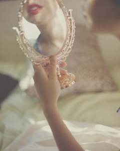 Bride_mirror_photo_23