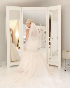 Bride_mirror_photo_28