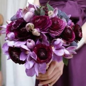 Букет невесты в фиолетовых сиреневых