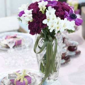 purple-and-lime-tablescape