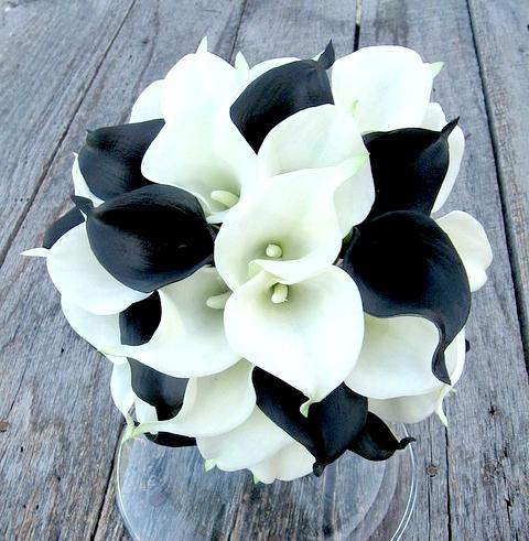 Букет невесты черно белый