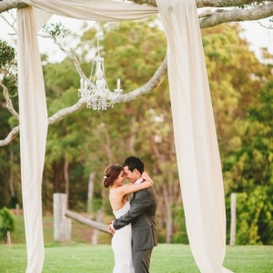 fabric_wedding_arch_04