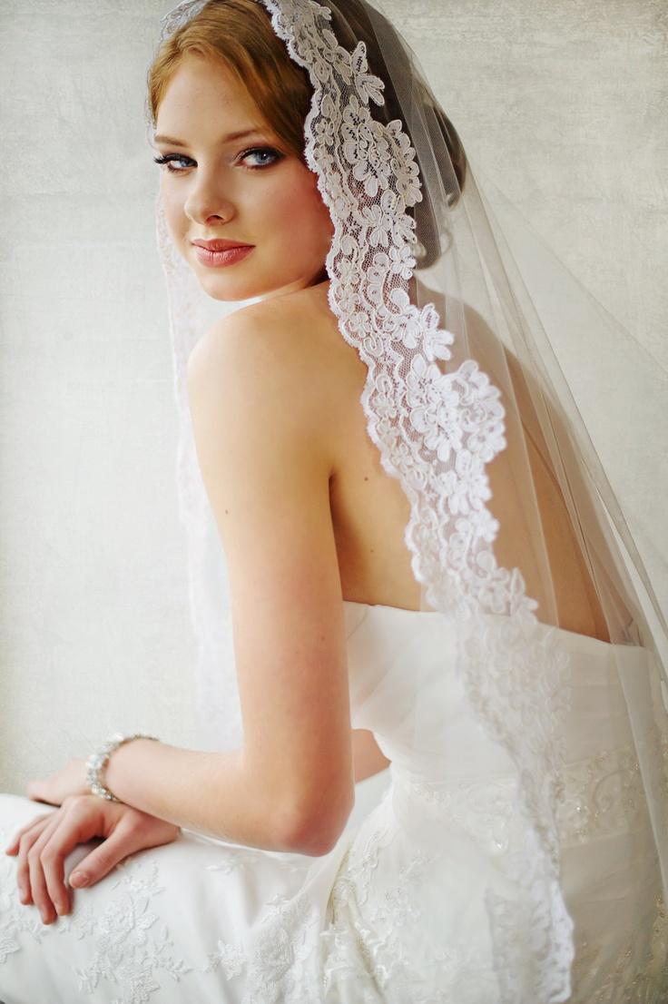 свадебные прически с фатой испаньелкой