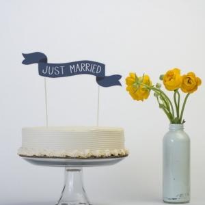 paper-banner-cake-topper