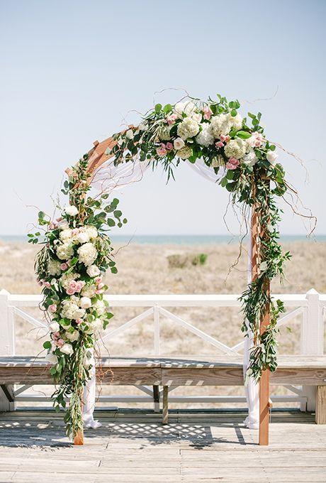 Арка с цветами на свадьбу