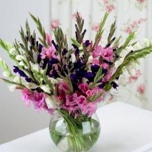 gladiolusy-v-svadebnoj-floristike-12