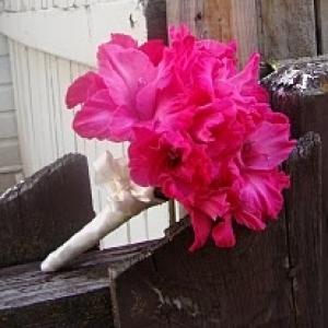 gladiolusy-v-svadebnoj-floristike-6