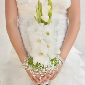 gladiolusy-v-svadebnoj-floristike-9