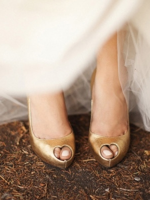 gold_bridal_shoes_04