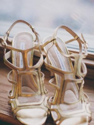 gold_bridal_shoes_28