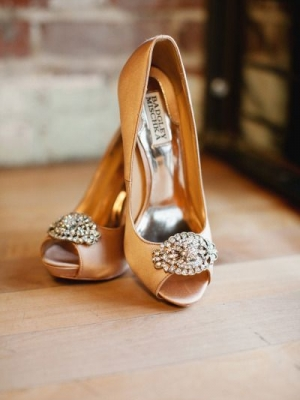 gold_bridal_shoes_32