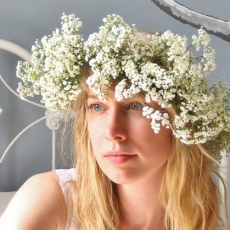 babys-breath-flower-bridal-crown-tutorial