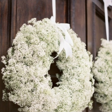 babys-breath-wreath-lafleurweddings
