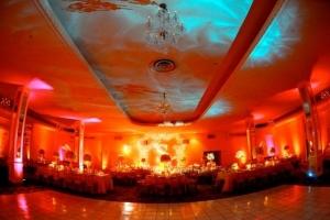 hudozhestvennyj-svet-v-oformlenii-svadby-24