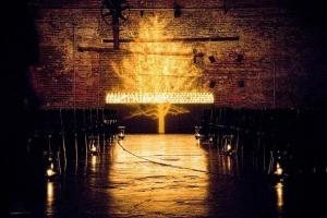hudozhestvennyj-svet-v-oformlenii-svadby-32