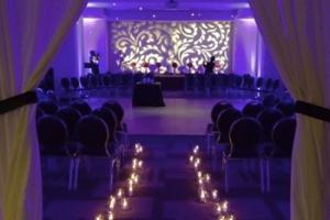 hudozhestvennyj-svet-v-oformlenii-svadby-36