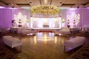 hudozhestvennyj-svet-v-oformlenii-svadby-40