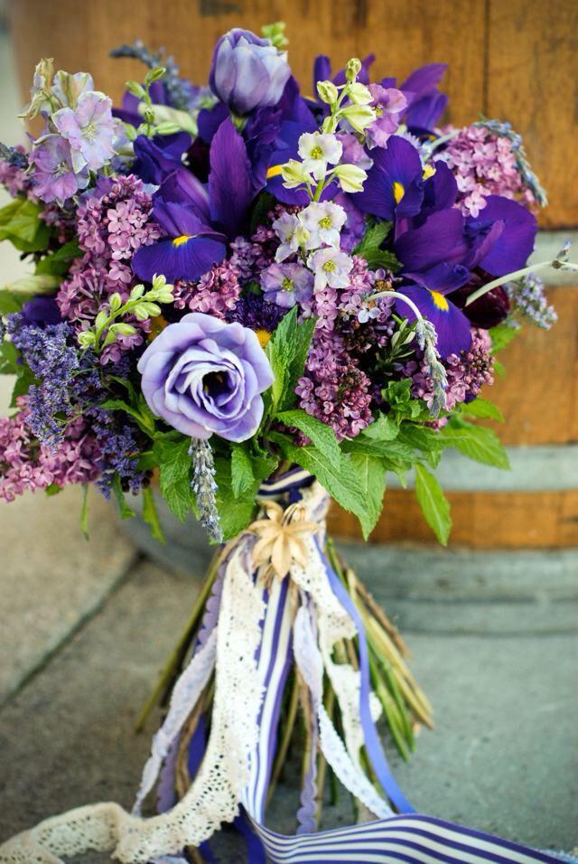 Букеты свадебные из ирисов