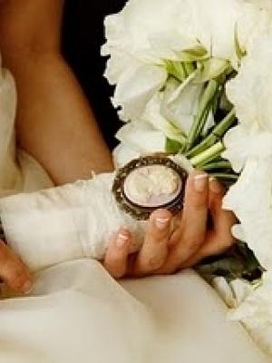 svadebnii-buket-nevesti-s-kameei-0018