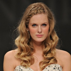 hairstyle-how-to-delicate-curls-and-braid