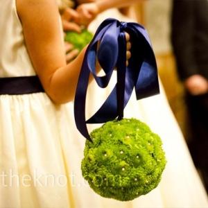 morskaya-svadba-sinii-zelenii-buket-nevesti-05