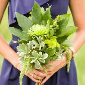 morskaya-svadba-sinii-zelenii-podrujki-nevesti-04