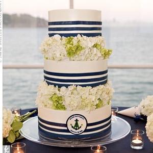 morskaya-svadba-sinii-zelenii-tort-02