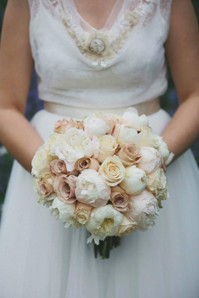 букет невесты в бежевых тонах фото
