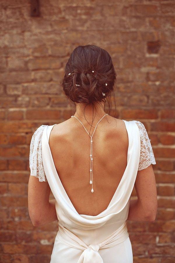 Причёски для платья с открытой спиной