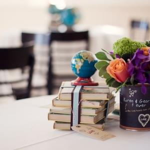 shkolnaya-svadba-oformlenie-stola-05