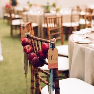 shkolnaya-svadba-oformlenie-stuliev