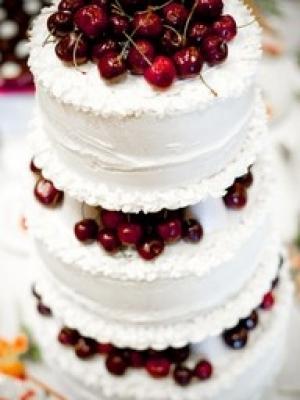 svadebniy-tort-s-yagodami-0008