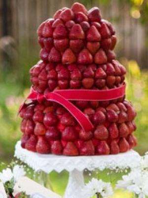 svadebniy-tort-s-yagodami-0022