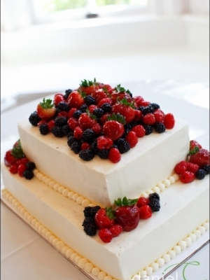 svadebniy-tort-s-yagodami-0035