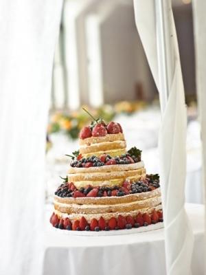svadebniy-tort-s-yagodami-0044