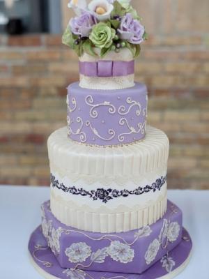 svadebnii-tort-sirenevii-fioletovii-08