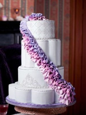 svadebnii-tort-sirenevii-fioletovii-10