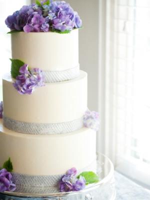 svadebnii-tort-sirenevii-fioletovii-34_0