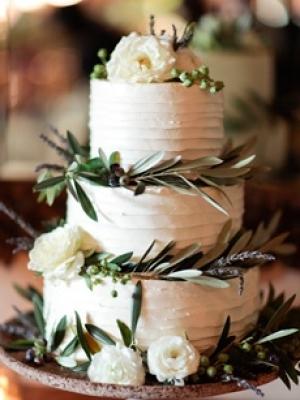 svadebnie-torti-v-zelenom-cvete-10