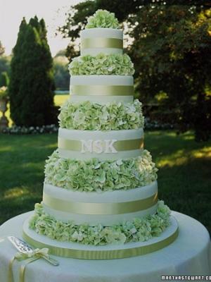 svadebnie-torti-v-zelenom-cvete-18