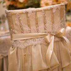 ukrashenie-stuliev-dlya-svadbi-tkani-krujeva
