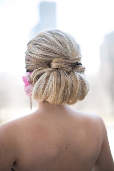 Фото прическа с убранными волосами
