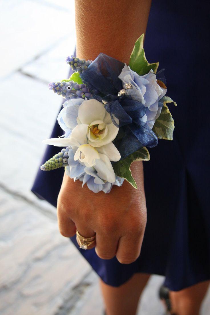 Браслет из цветов для невесты своими руками