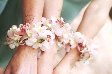 На руку для подружек невесты своими руками
