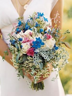 Свадебный букет невесты из полевых цветов