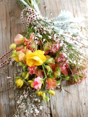 wild-flower-bouquet-ribbon-vintage-outdoor