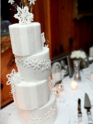 zimniy-svadebniy-tort-0005