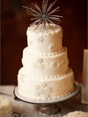 zimniy-svadebniy-tort-0012