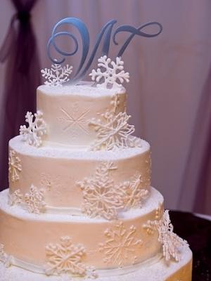 zimniy-svadebniy-tort-0027
