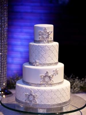 zimniy-svadebniy-tort-0028